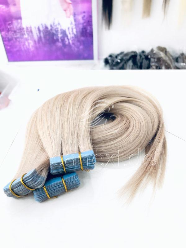 Usbekische Tape Extensions in der Farbe White Blond Ash
